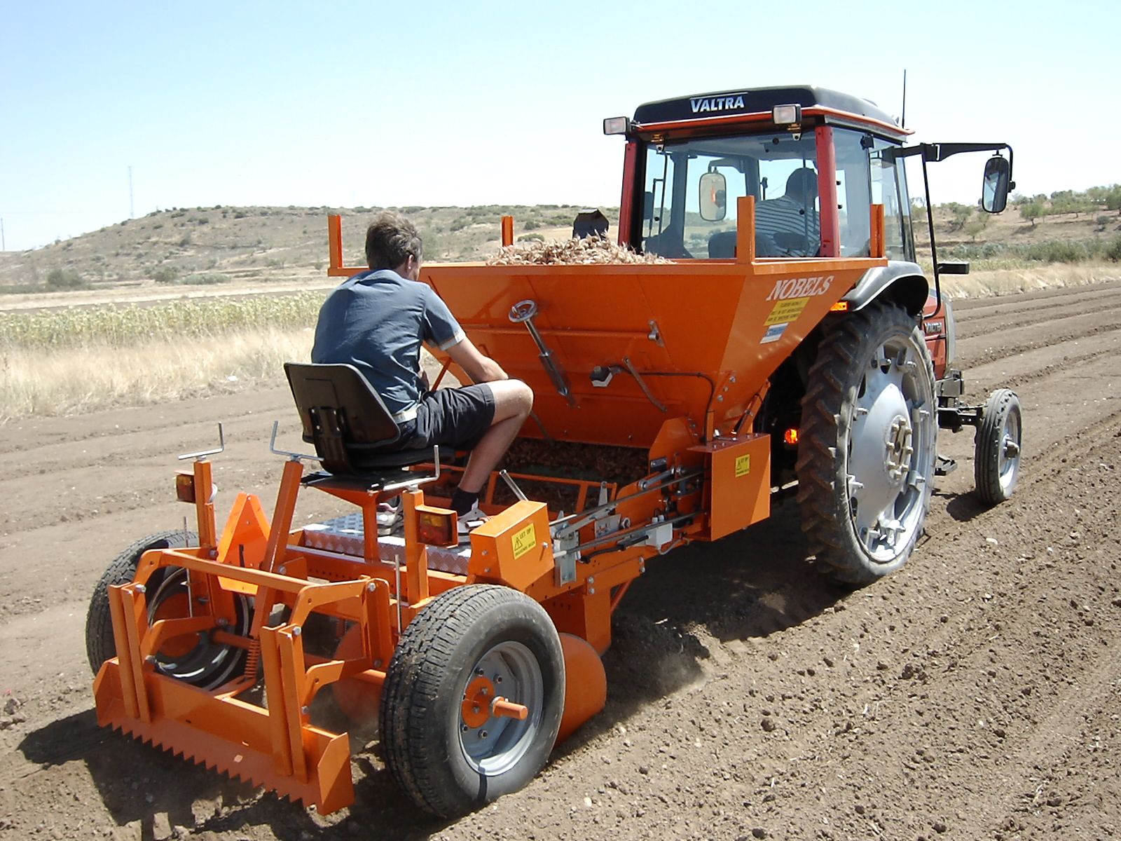 Saffron bulbs planting machine